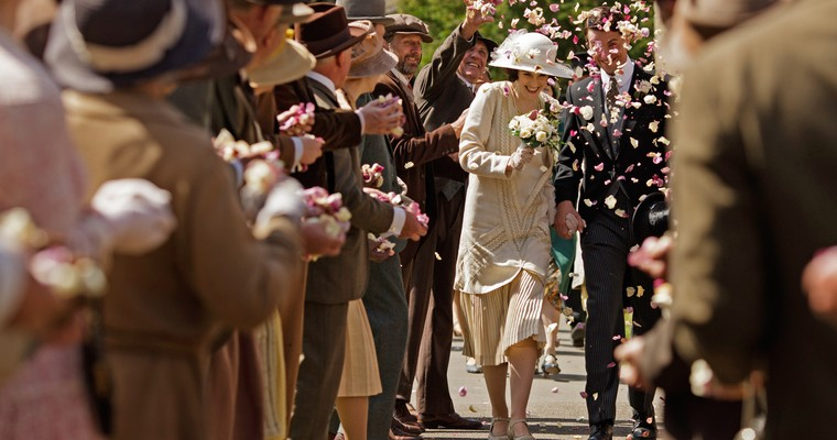 http://d2buyft38glmwk.cloudfront.net/media/__sized/images/canonical/downton-abbey-s6-wedding-style-icon-crop-760x400.jpg