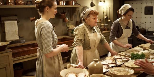 "「downton abbey kitchenGIF」的圖片搜尋結果"""