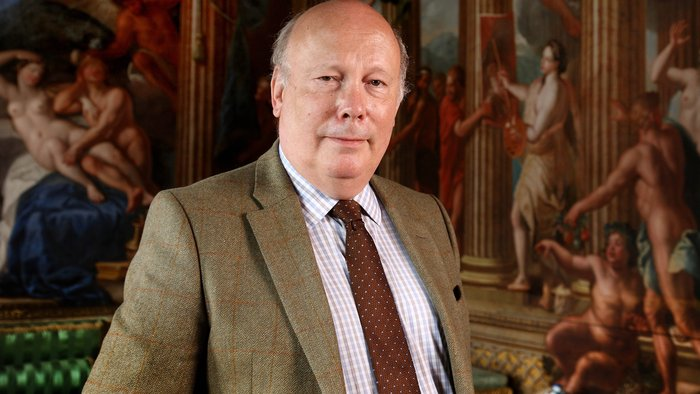 Great Houses with Julian Fellowes