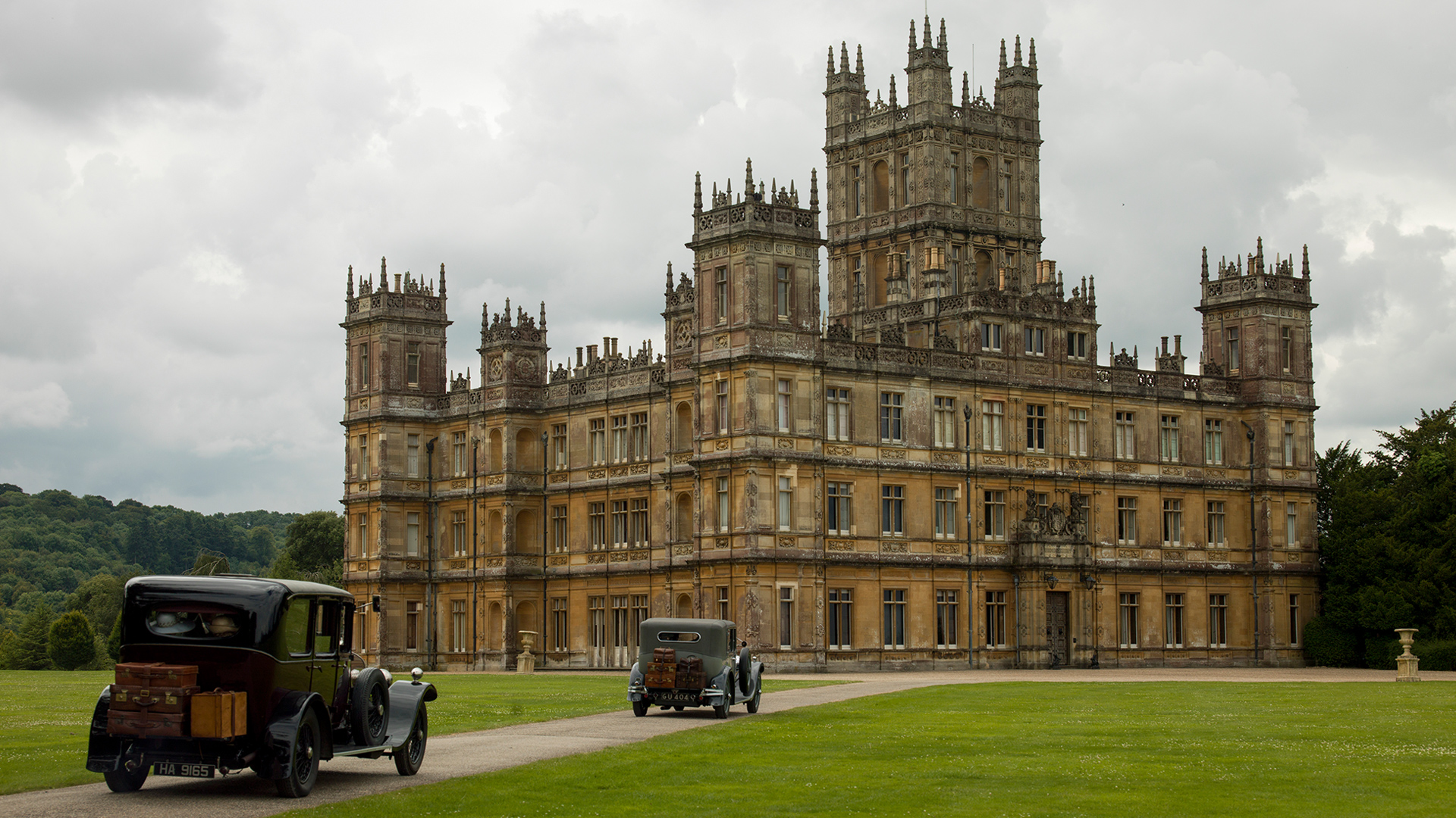The downton abbey experience masterpiece pbs - Chateau downton abbey ...